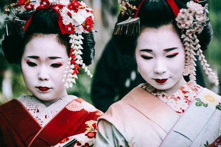 Girls dressed up with traditional Japanese kimono, in Tokyo © Sandra Morante