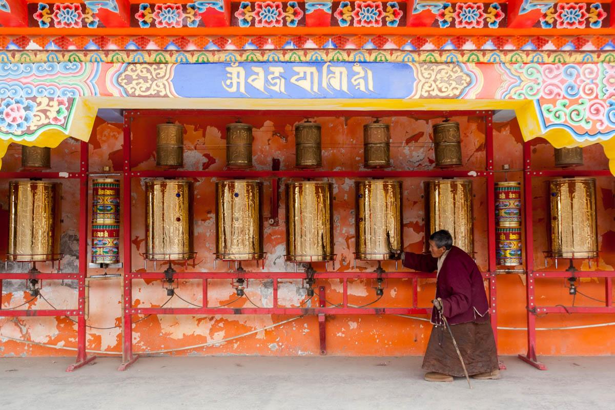 Old lady spinning the prayer wheels, in Larung Gar, China