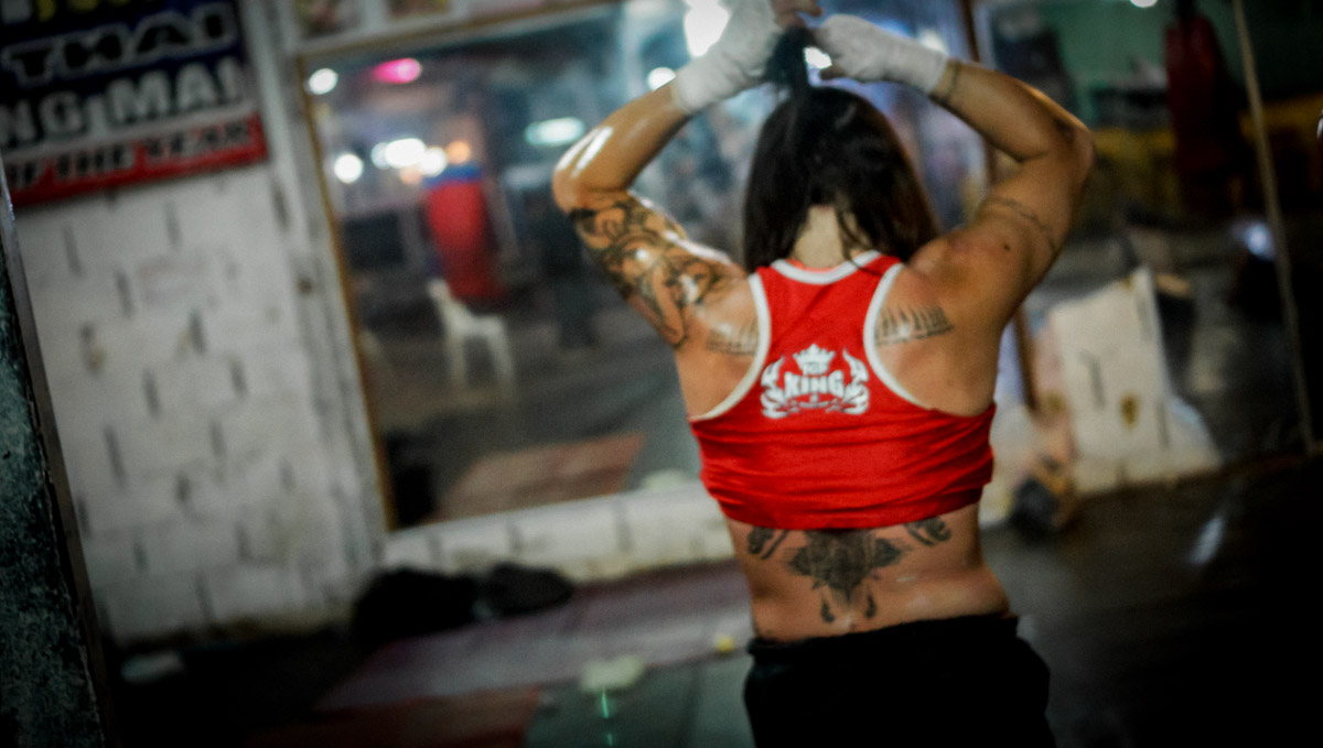 Luisa Botta warming up and getting ready, in Chiang Mai, Thailand